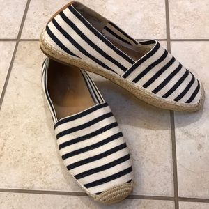 Vionic nautical navy and white espadrilles size 10